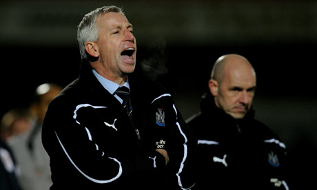 Alan Pardew and Steve Stone overlook Newcastle United