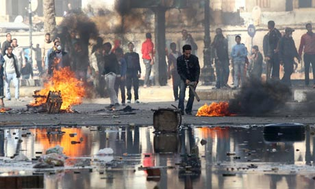 Egyptian demonstrators burn tyres during demonstration in Suez