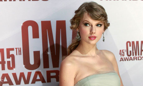 Singer Taylor Swift arrives at the 45th Country Music Association Awards in Nashville