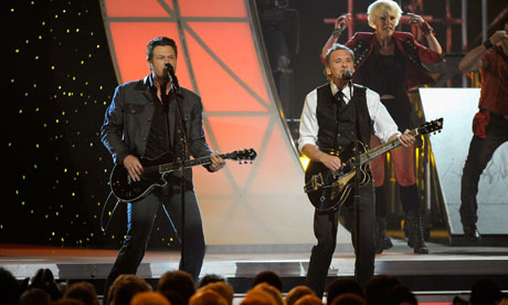 Blake Shelton and Kenny Loggins perform during the 45th annual Country Music Association Awards