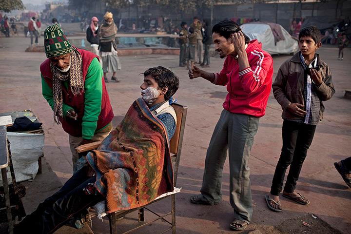 New-Delhi-India-A-man-com-011.jpg