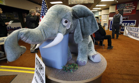 Campaign glamour in Iowa: Rick Santorum and elephant