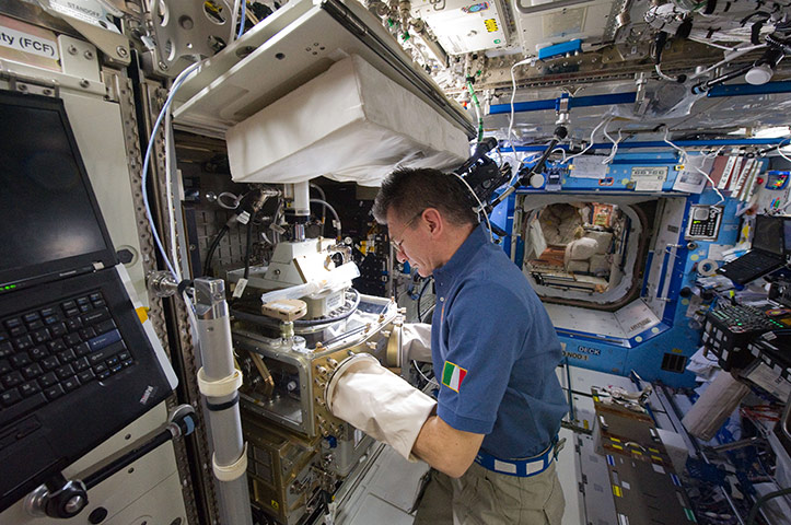 astronaut working in space - photo #26