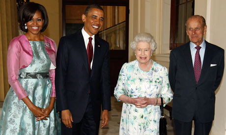 Barack Obama andd Michelle Obama are greeted by Queen Elizabeth, Buckingham Palace