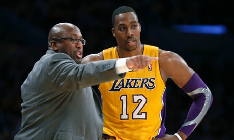 Los Angeles Lakers center Dwight Howard listens to head coach Mike Brown during their NBA basketball home opening game against the Dallas Mavericks in Los Angeles, October 30, 2012. REUTERS/Lucy Nicholson (UNITED STATES - Tags: SPORT BASKETBALL) :rel:d:bm:GF2E8AV0B3O01