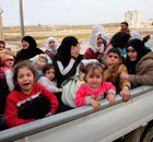 Syrian civilians flee from fighting in Idlib