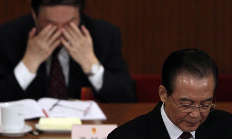 Wen Jiabao, right, has announced a cut in China's annual growth target to 7.5%