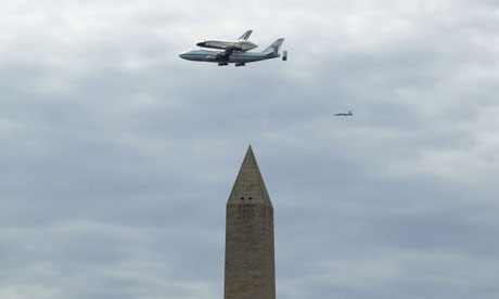 Space Shuttle Discovery flies over the Washington Monument