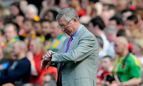 fergie checking watch