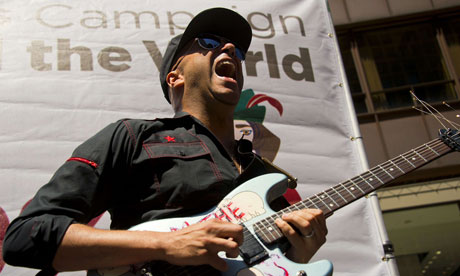 Tom Morello performs at the National Nurses United rally in Chicago.