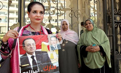 Mubarak supporters gather outside military hospital where he is being treated