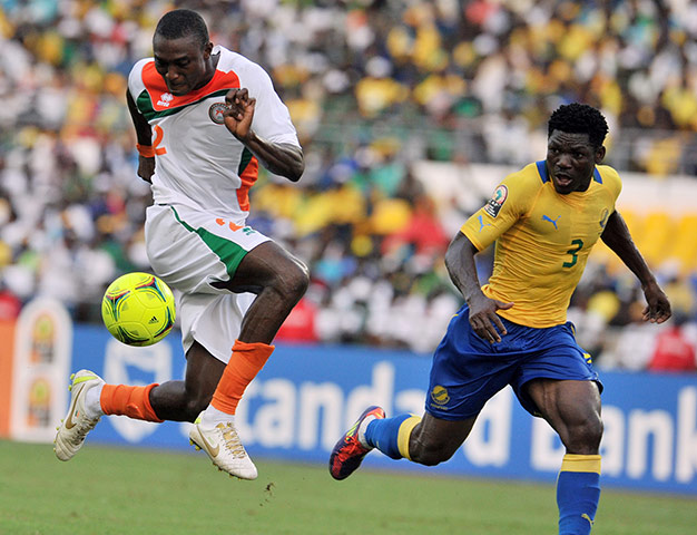 African Nations: Niger's Moussa Maazou controls the ball in front of Gabon's Edmond Mouele