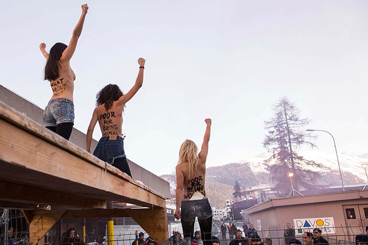 femen protest louvre - photo #47