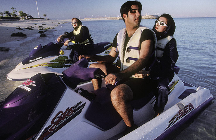 A man and a woman jetski 010 زیباترین مناظر دیدنی ایران از نگاه سایت خارجی گاردین + عکس