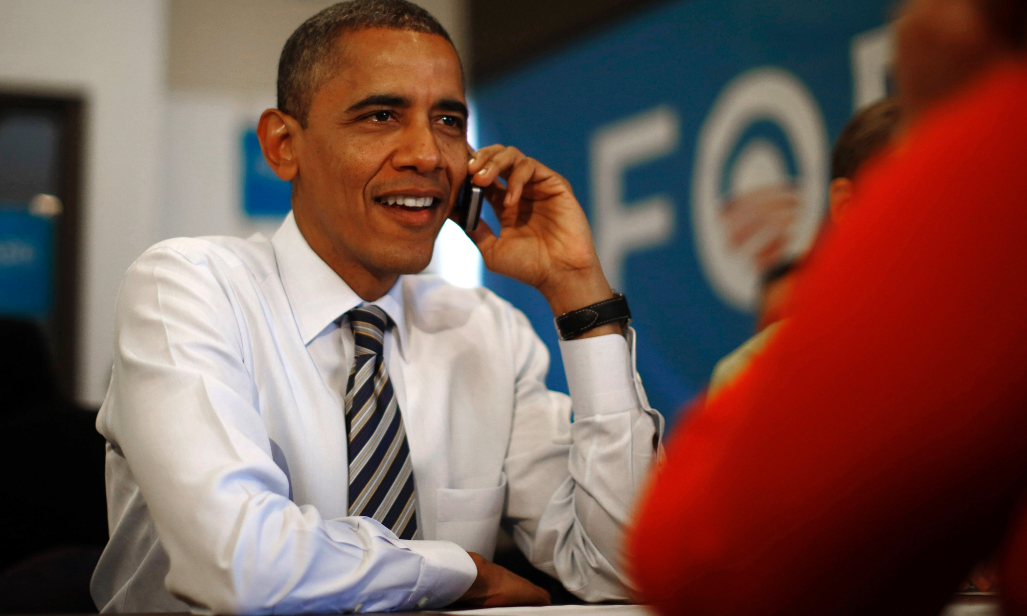"""Obama No Can Be Have a IPhone """"For Security Reasons"""""""