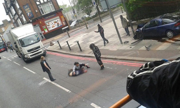https://static.guim.co.uk/sys-images/Guardian/Pix/pictures/2013/5/24/1369391311502/Scenes-from-Woolwich-011.jpg