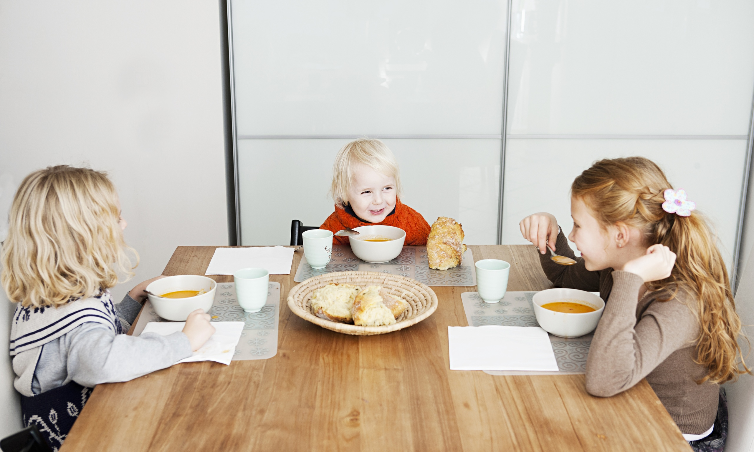 How To Set A Table To Teach Your Kids Good Eating Habits