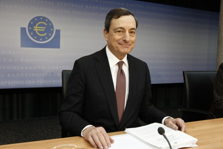 The President of the European Central Bank, Mario Draghi (R) and Vice President Vtor Constncio, prior to the press conference at the European Central Bank headquarters 9 January 2014 in Frankfurt.