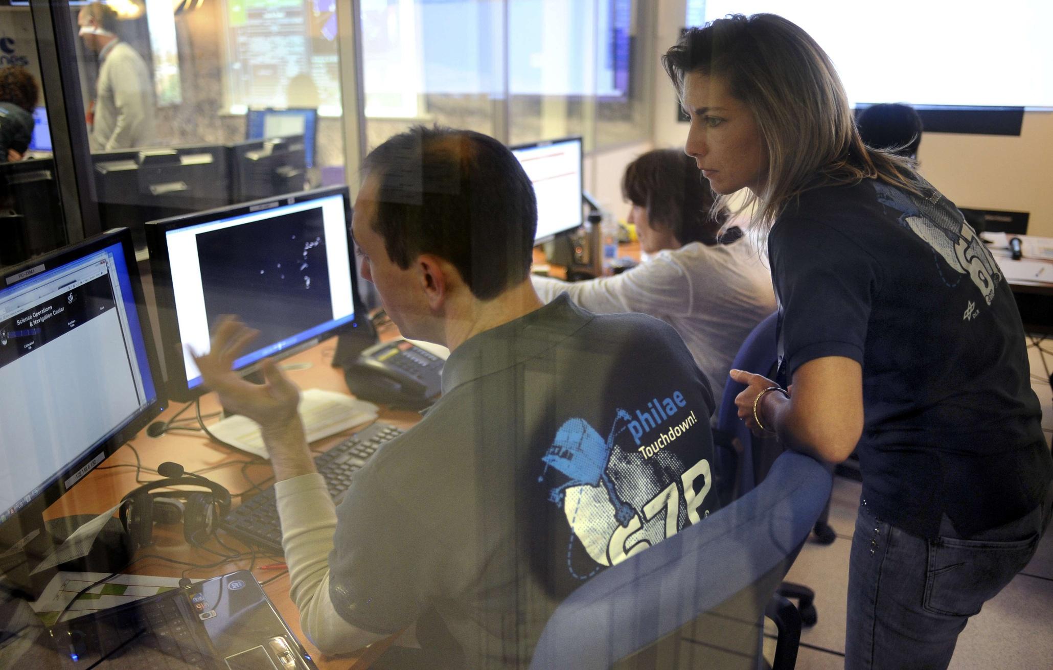 Rosetta mission lands Philae spacecraft on comet – in ...