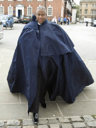 Andre Leon Talley at the funeral of Isabella Blow