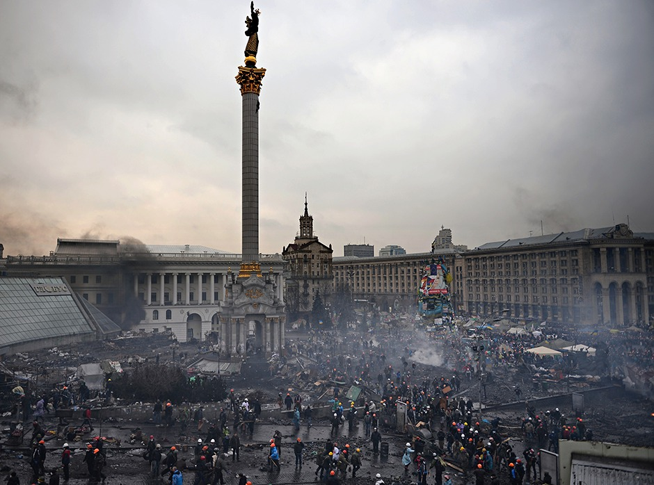 Smoke from fires hangs over Independence Square