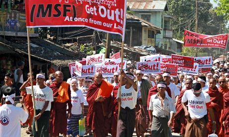 Rakhine people protest in Sittwe