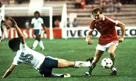 Hungary's Imre Garaba easily evades a desperate challenge from Jaime Rodríguez of El Salvador.