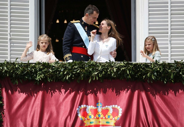 Fuente Kings And Queens: Spain's King Felipe VI Begins A New Reign