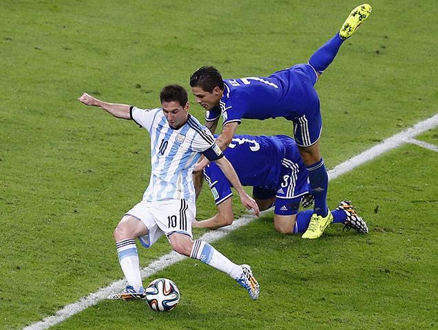 Argentinas-Messi-shoots-t-044.jpg