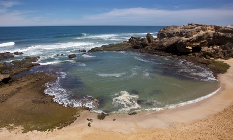 BX7WFH Shelley Bay, a popular tidal pool at Kenton-on-Sea, in South Africa's Eastern Cape.ShelleyBayKenton-on-SeaSouthAfricaBeachCoastEasternCapeWaterIndianOceanRockShellyOceanTidalTravelLandscapeCoastalSeaSandPoolSeascapeVacationNatureKenton