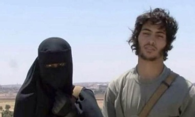 Londoner Khadijah Dare with her Swedish Isis fighter husband who calls himself Abu Bakr.
