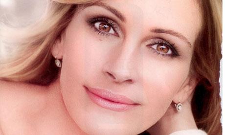 L'Oréal's Julia Roberts and Christy Turlington ad ...