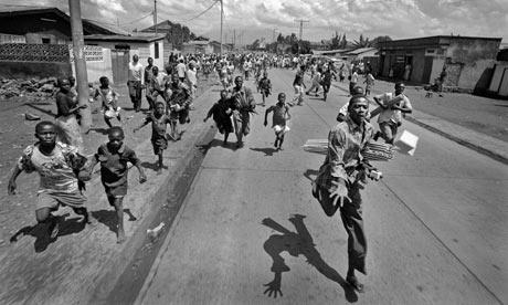 Hutu refugees fleeing Congo