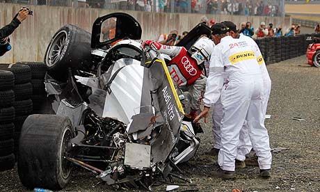 McNish kruipt uit de Audi R18