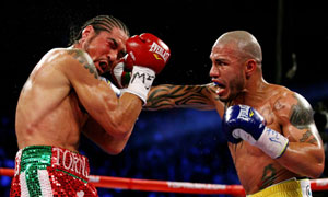 Miguel Cotto beats Antonio Margarito
