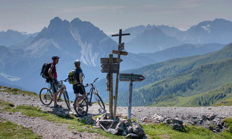 Italy, Dolomites, Mountain bikers