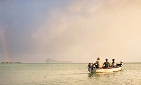 A sunrise boat trip can be arranged by the Zilwa hotel