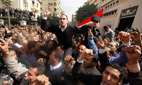 Egyptian policemen protest at the Interior Ministry in Cairo
