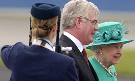 Queen Elizabeth arrives in Ireland